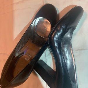 Calvin Klein size 7.5 (US) black leather heels